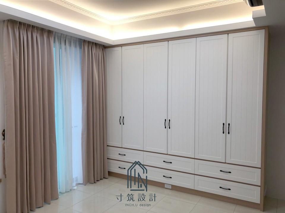 造型天花板的裝潢預算會較高。臥室衣櫃圖-孫菲穗-寸筑設計-室內設計師-PULO裝潢平台